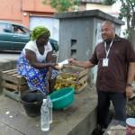 Distribuer du savon pour Mousser Contre Ebola